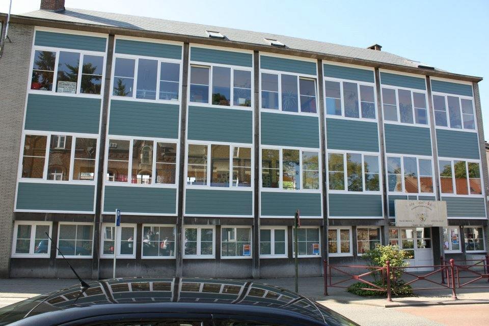 école Saint Rémy à Braine le Château. châssis en PVC blanc
