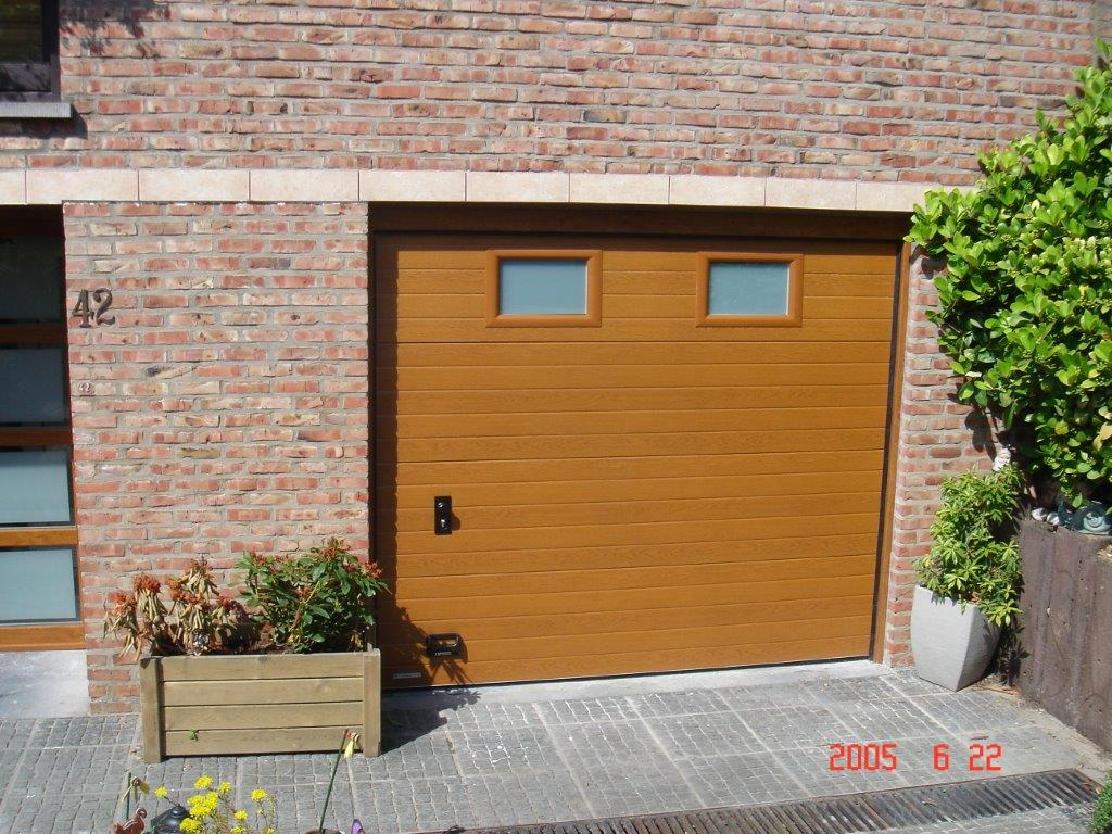porte de garage sectionnelle avec hublot sablé