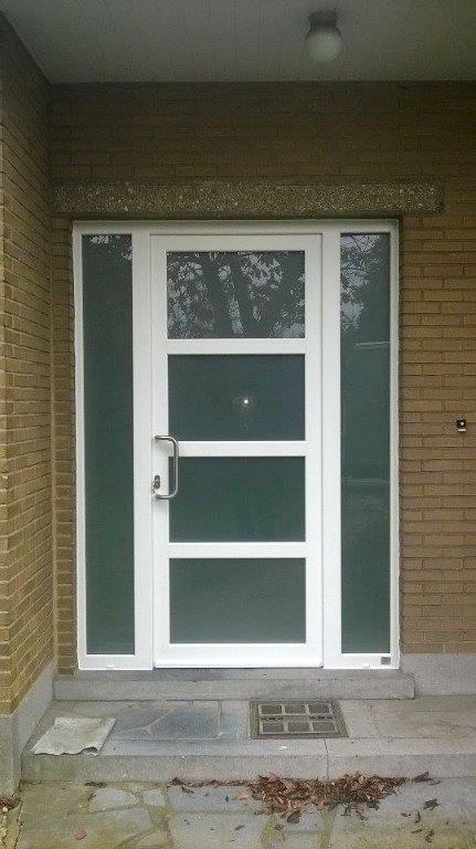 porte d'netré en PVC blanc, double vitrage feuilleté sablé